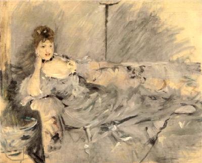 《淡いグレーの服を着た若い女性》