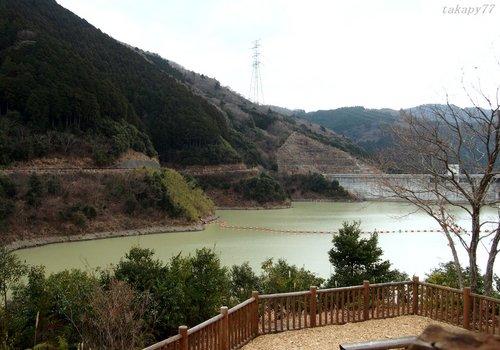 ダム湖1602aa.jpg
