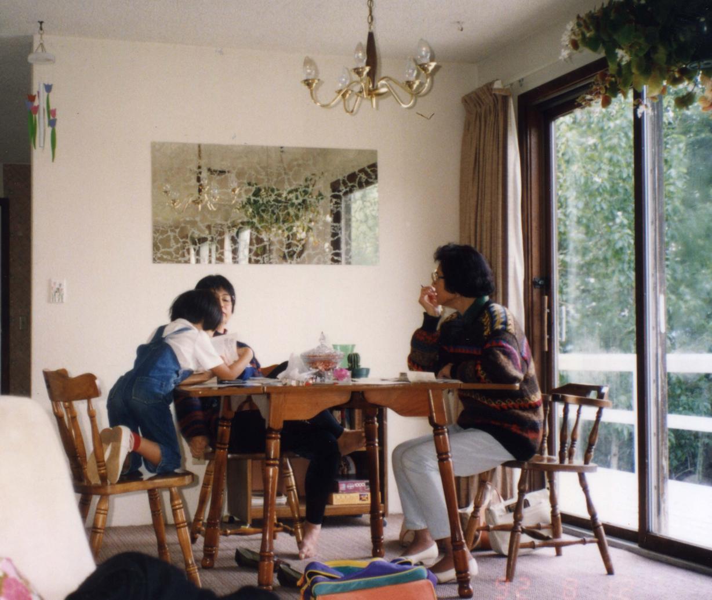 青い家食卓.jpg