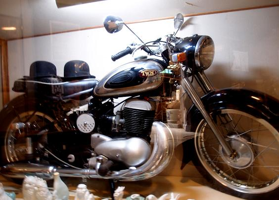 8 オーナーのバイク?.JPG