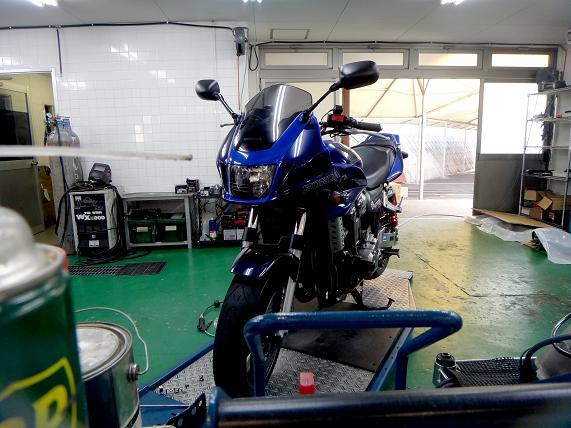 ガレージへ.JPG