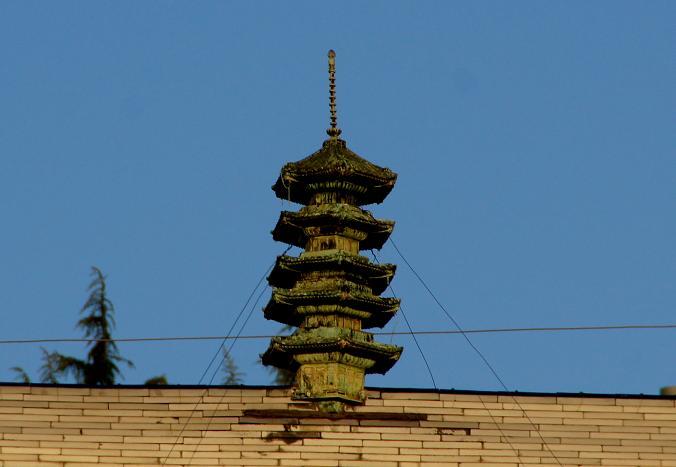 屋根の上の五重塔.JPG
