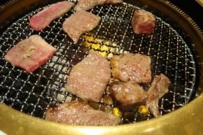 お肉ジュージュー♪♪(´∀`人)