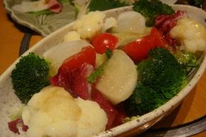 八種の野菜サラダ くじらも美味しいけど、このサラダもすんごく美味しいのだ~(≧ω≦)b
