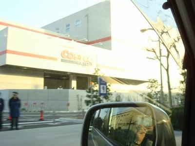 コストコ入り口。あ?ハム子写っちゃった~。