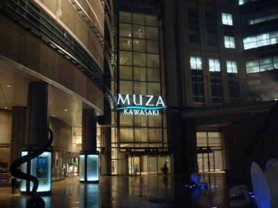 ミューザ川崎は、オフィスビル、レストラン&ショッピングエリア、シンフォニーホールの3つの機能を持つ、川崎の新しい空間だそーです。