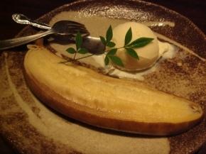 ハム子の〆は とろとろ焼きバナナ バニラアイス添え♪