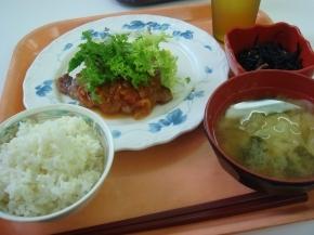 ポークソテートマトソース・ひじき煮・白米・キャベツの味噌汁