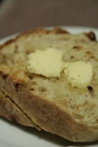 コストコで買ったにんにく&たまねぎの利いたパン.jpg