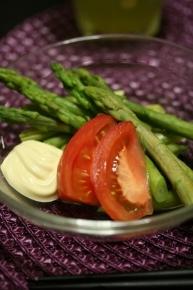 茹でアスパラと切っただけトマト