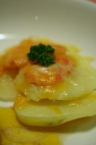 じゃがタラチーズ焼き 茹でじゃがいも・タラコ・チーズをのせてオーブンで焼いただけ~。 マヨネーズがあったらもっと美味しかったかも!?