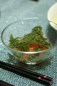 トマトと海ぶどうのサラダ・・・切っただけトマトに海ぶどうを乗せただけ(;´Д`A ```