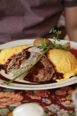 ダーリン→ハンバーグとカマンベールチーズのオムライス