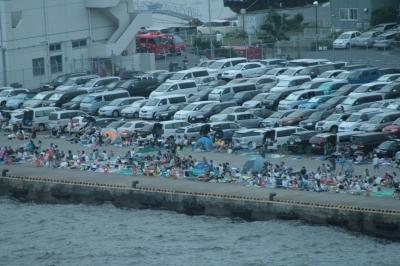ラウンジから見る駐車場&観覧スペース。(´・д・`)」【◎】カシャッ】300mm