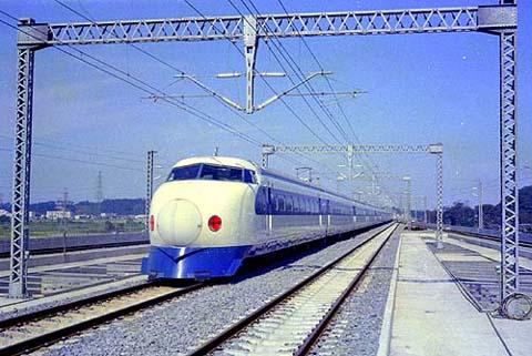 6410shinkansen06-shinyokohama.jpg