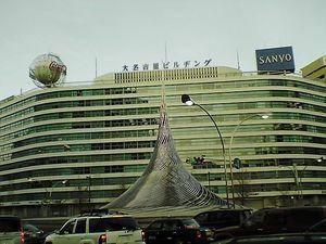 大名古屋ビルヂングと駅前モニュメント.jpg