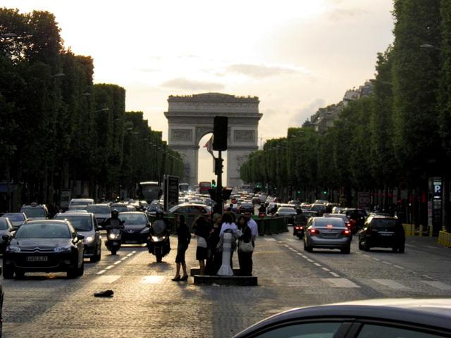 10.06.08-1047  パリ シャンゼリゼ7B.jpg