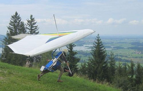 800px-Hang_glider_start_hill_aug2004.jpg