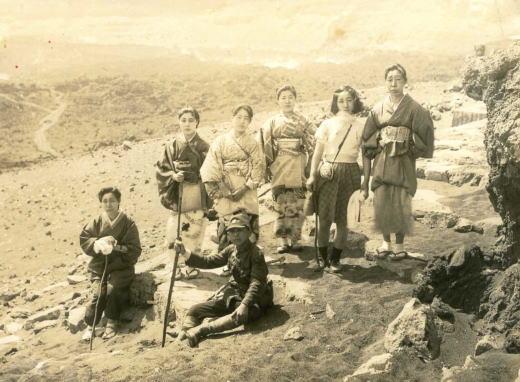 三原山火口1941.jpg