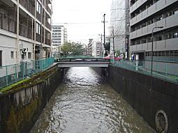 妙正寺川(増水).JPG