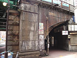 新橋ガード3.JPG
