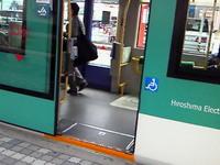 ローステップの電車.jpg