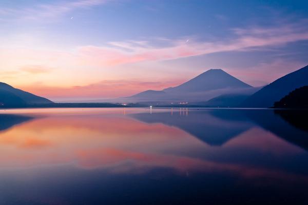 本栖湖の朝焼け 07082601.jpg