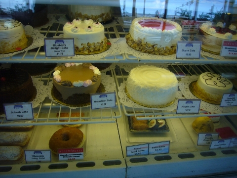 ケーキの中に海苔巻きも....jpg