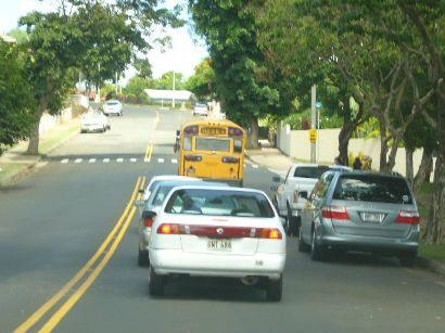 スクールバスは追い越せない.jpg
