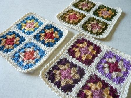 刺繍糸で編んだ小物敷き