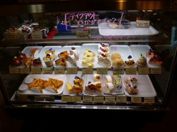 ケーキのショーケース.JPG