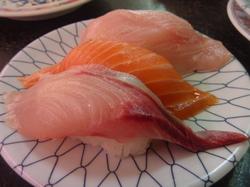 3点盛り(ハマチ、鮭、)0.JPG