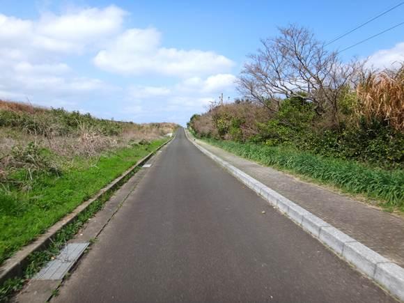 13 飛行場の道.JPG