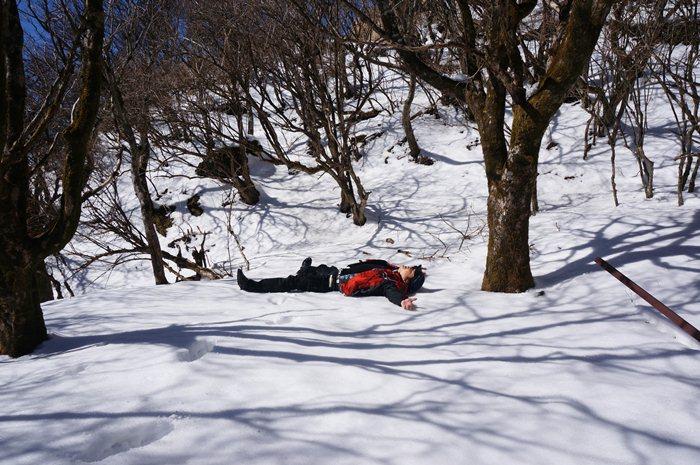 14 大人の雪遊び.JPG