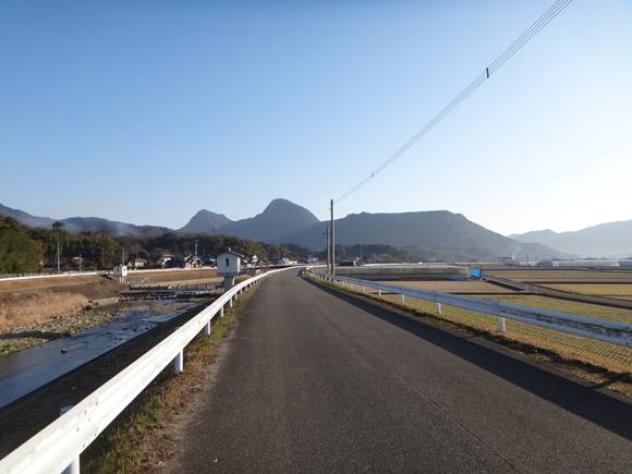 1 朝の香春岳.JPG