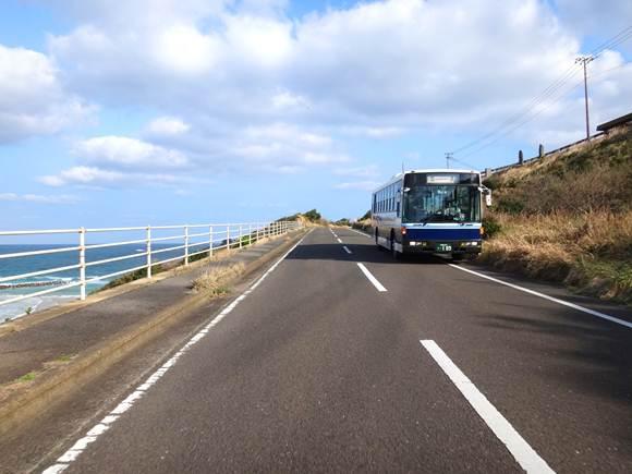 28 岬めぐりのバスは走る.JPG