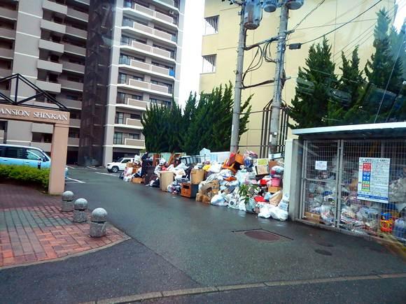 6 街中もゴミがいっぱい.JPG