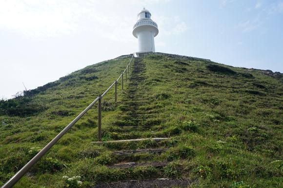 急な階段を頑張って登ります.JPG