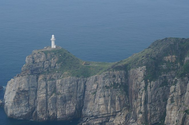 断崖絶壁に建つ灯台.JPG