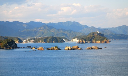 s-08.11.28 那智勝浦湾 紀の松島.jpg