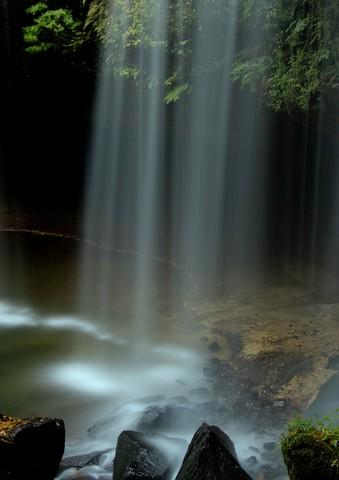鍋ヶ滝の流れ.jpg