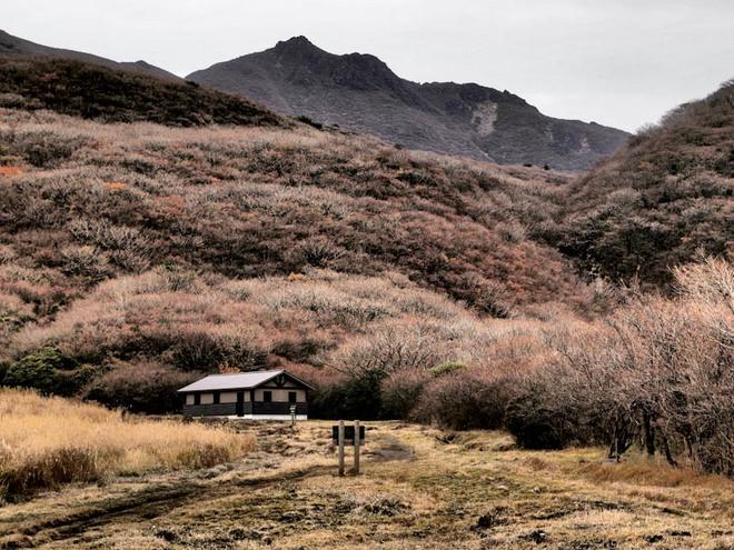避難小屋と大船山