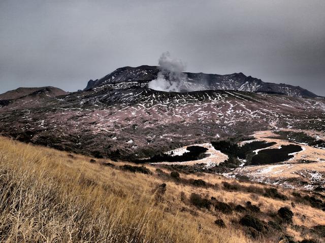 阿蘇中岳の火口