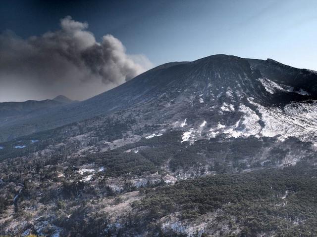 韓国岳を望む