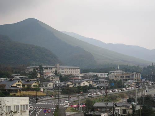 堀田温泉から大平山を望む