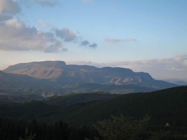 万年山の遠景