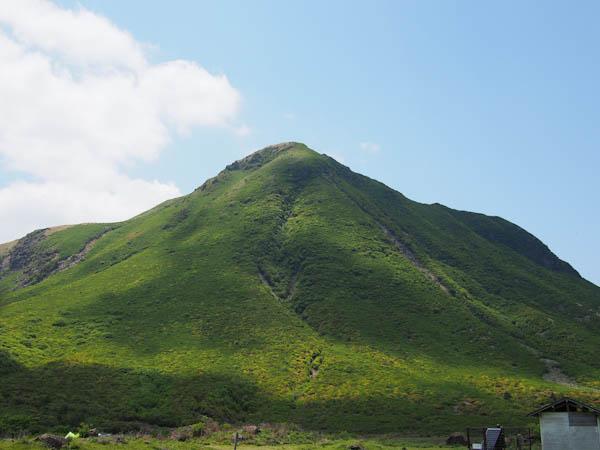 キャンプ場からみる三俣山