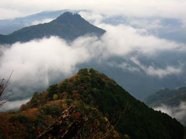 霧の求菩提山