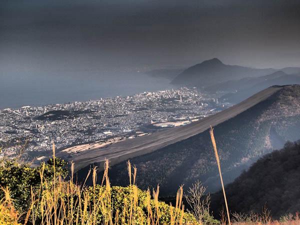 扇山と別府の街並