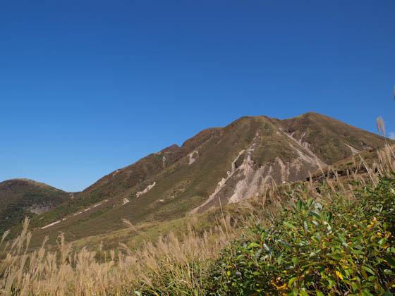 硫黄山道路より見る三俣山